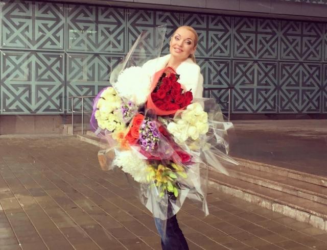 Волочкова заказала вособняк фреску спортретами себя иНиколаяII