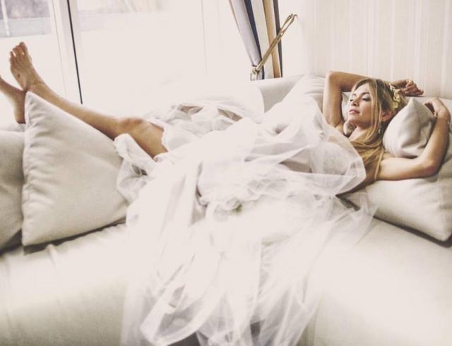 Русские звезды примерили свадебные платья дизайнера изСоединенных Штатов Америки