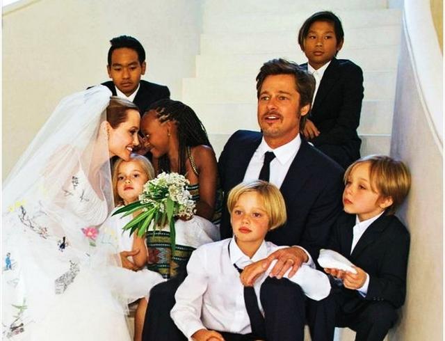 Энистон вызывают всуд из-за развода Джоли иПитта