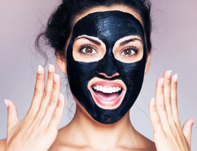 Секс с медицинской маской на лице