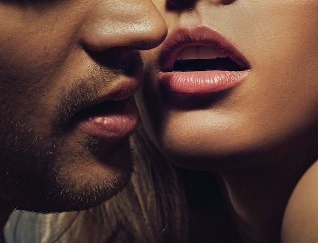 Возбуждающий поцелуй во время секса смотреть видео