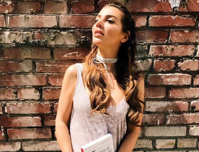 Анна Седокова показала всети младшую дочь