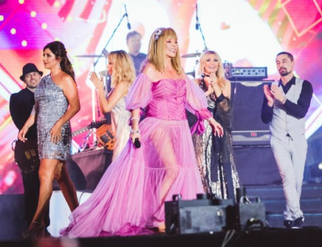 Розовое платье аллы пугачевой