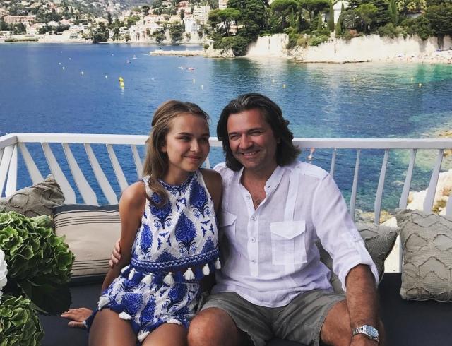 17-летняя дочь Дмитрия Маликова восхитила фигурой в бикини на яхте (ФОТО)