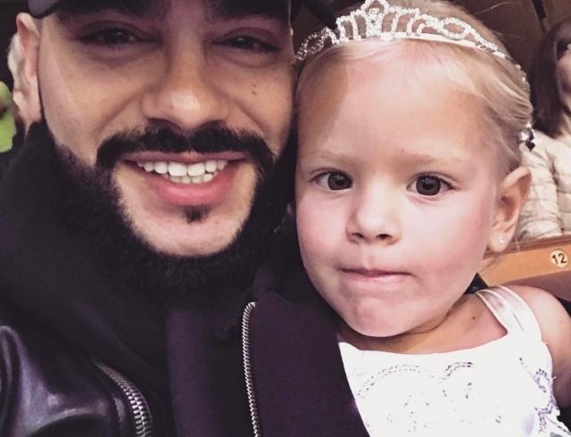 3-летняя дочь Тимати Алиса трогательно поздравила папу стихом с днем рождения (ВИДЕО)