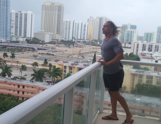 «Будем рассчитывать, что выстоим»: супруг Королевой оказался вцентре урагана «Ирма»