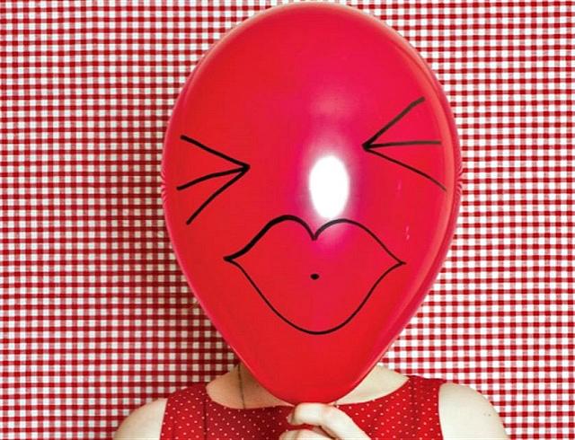 Почему горит лицо: причины, приметы, решения