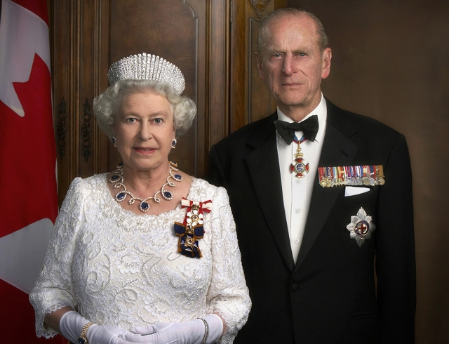 Королева ЕлизаветаII ипринц Филипп отмечают платиновую свадьбу