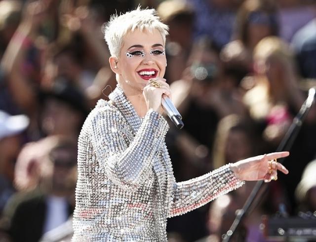 Поклонники негодуют: Кэти Перри выбрала неудачный наряд для вечеринки в Голливуде(ФОТО)