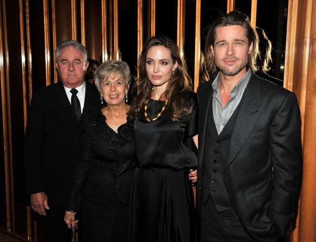Анджелина Джоли вместе сдетьми повстречалась спервой леди Франции