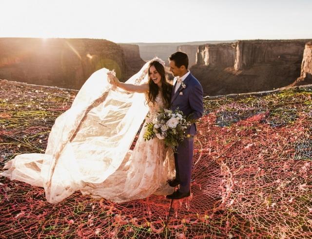 """Свадьба над каньоном: она сказала """"да"""" на высоте 122 метра:"""