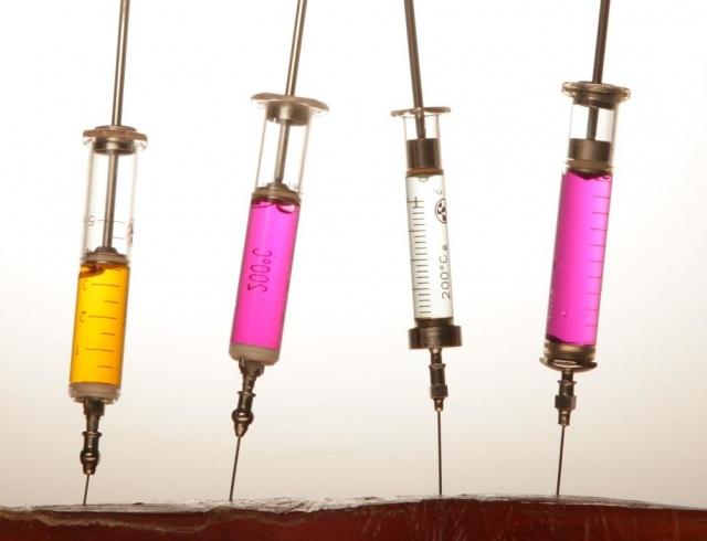 Девять мифов о вакцинации МОЗ развеивает страхи украинцев