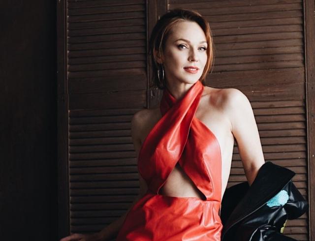 38-летняя Альбина Джанабаева восхитила стройной фигурой в бикини!