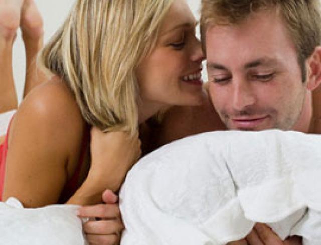 Мужчина любит ушами секс