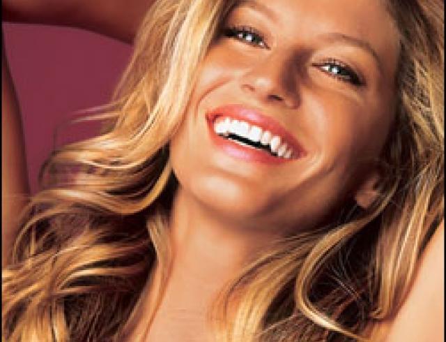 Блондинка красотка Жизель