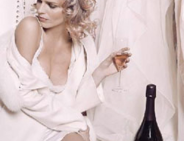 Ночует с любовницей, красивая женщина в постели видео