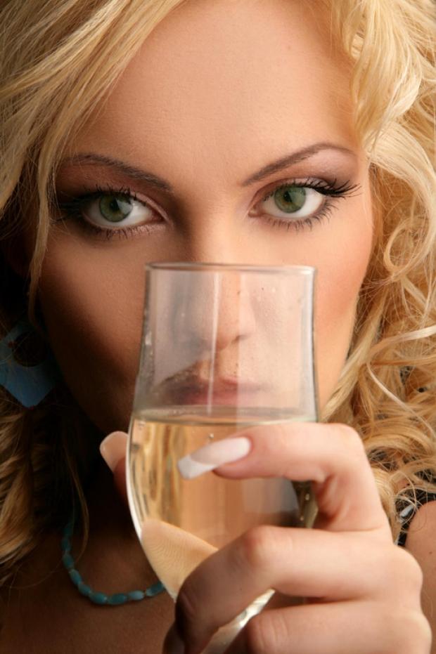 блондинки пьют-чв3