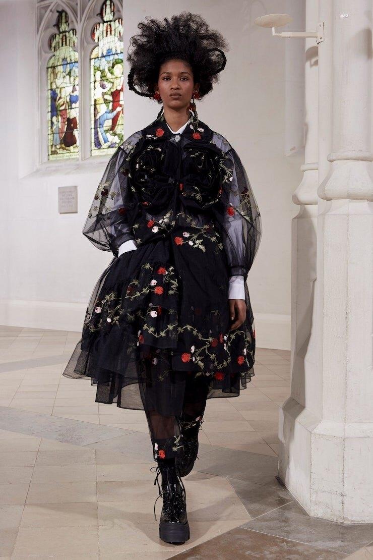 Кружевные платья и куртки-косухи: Simone Rocha представили новую коллекцию (ФОТО) - фото №5