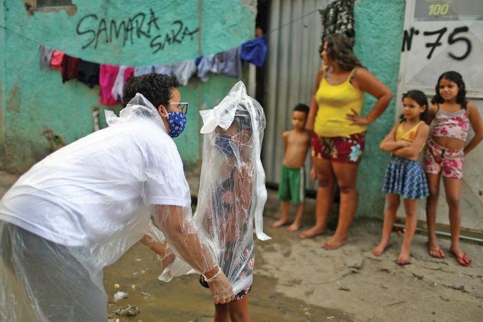 Снова в школу? New York Magazine показали, как проходит учеба в разных странах во время коронавируса (ФОТО) - фото №3