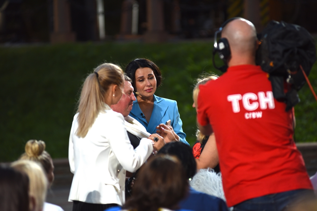 Наталья Мосейчук расплакалась в прямом эфире ТСН: мама услышала сердце своего погибшего сына, которое она отдала ради спасения жизни украинского героя - фото №1
