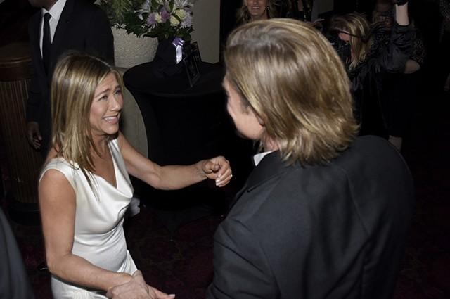 """""""Ох, вау!"""": в Сети обсуждают реакцию Брэда Питта на Дженнифер Энистон на SAG Awards — 2020 - фото №1"""