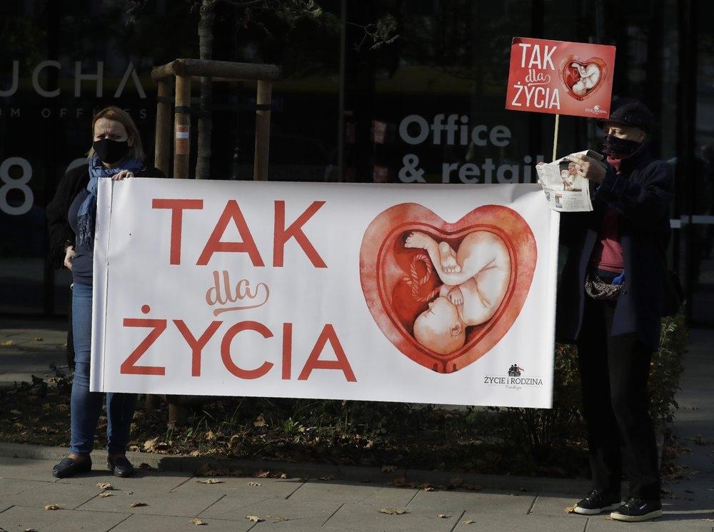 В Польше запретили делать аборты из-за неизлечимой болезни плода - фото №1