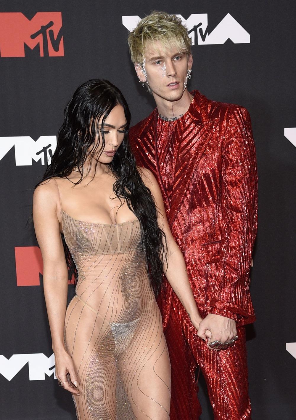 Пэрис Хилтон, Аврил Лавин, Билли Портер и другие звезды на красной дорожке MTV Video Music Awards 2021 (ФОТО) - фото №6