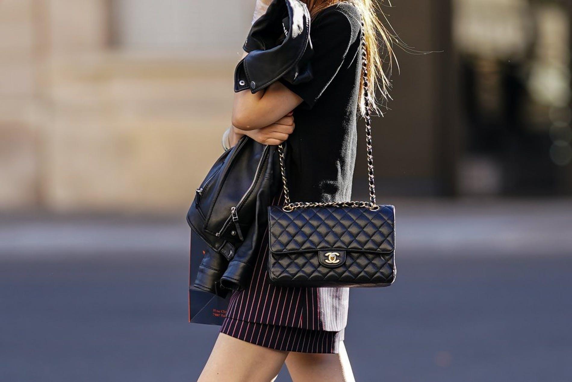 Недоступная роскошь: модный Дом Chanel ввел лимит на покупку сумок - фото №1