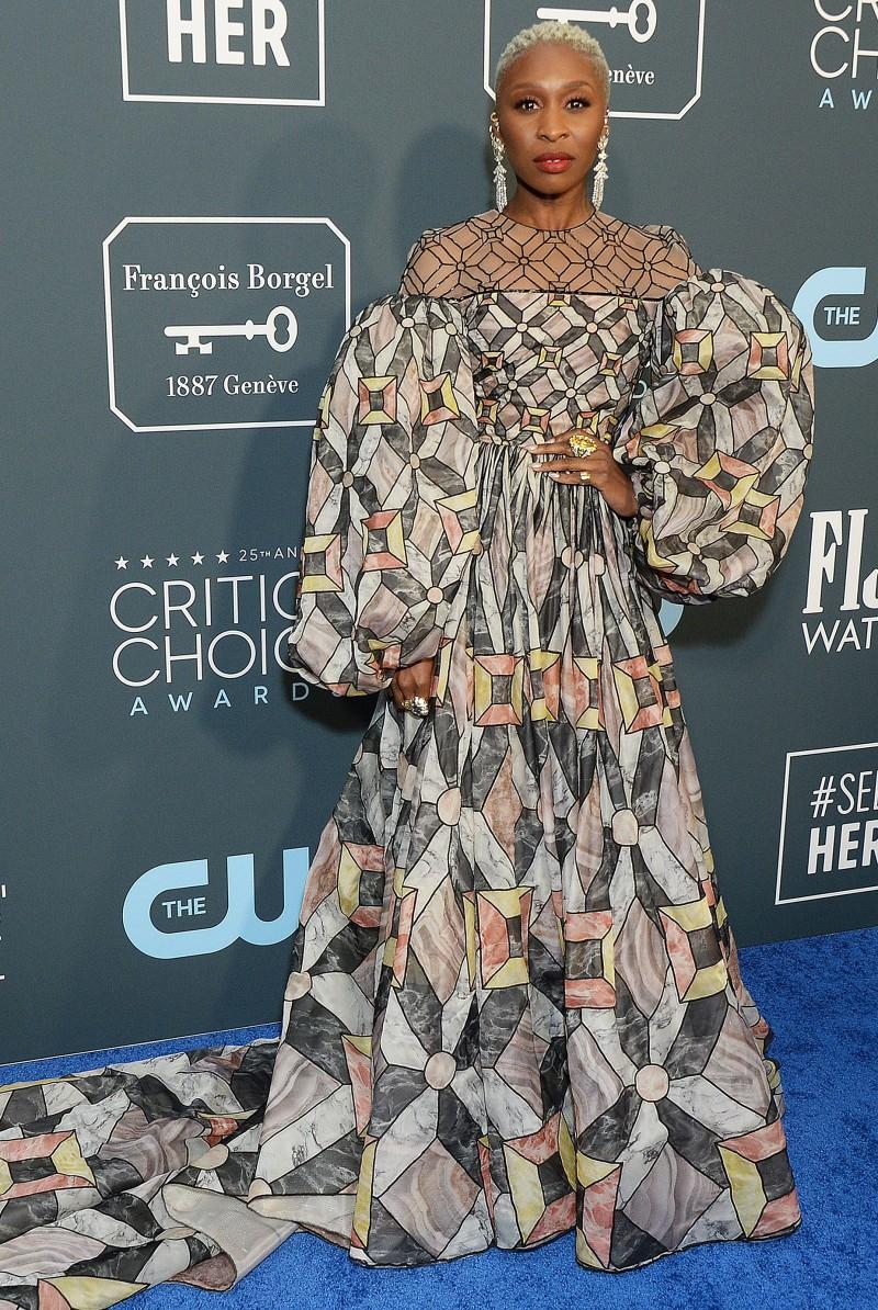 Critics' Choice Awards 2020: самые яркие наряды с красной дорожки - фото №22
