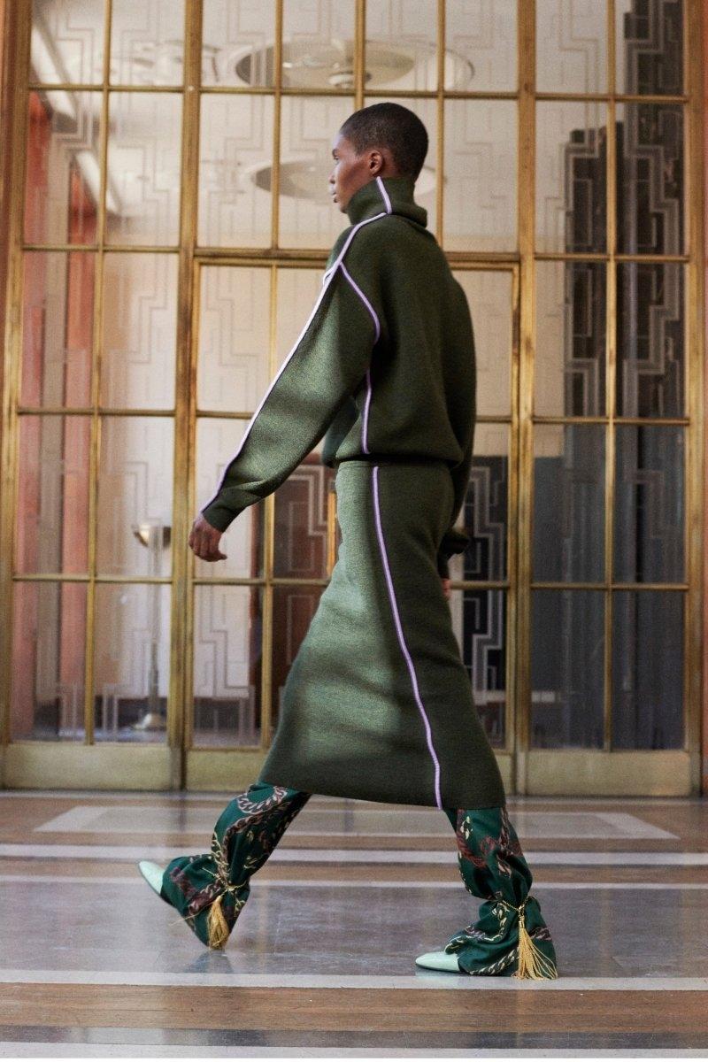 Современная элегантность в новой коллекции Victoria Beckham Resort 2022 (ФОТО) - фото №2