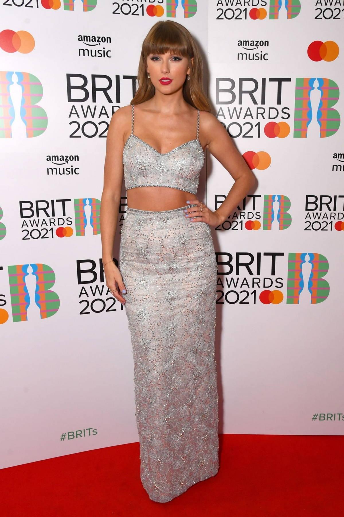 Самые яркие образы звезд на красной дорожке BRIT Awards 2021 (ФОТО) - фото №5