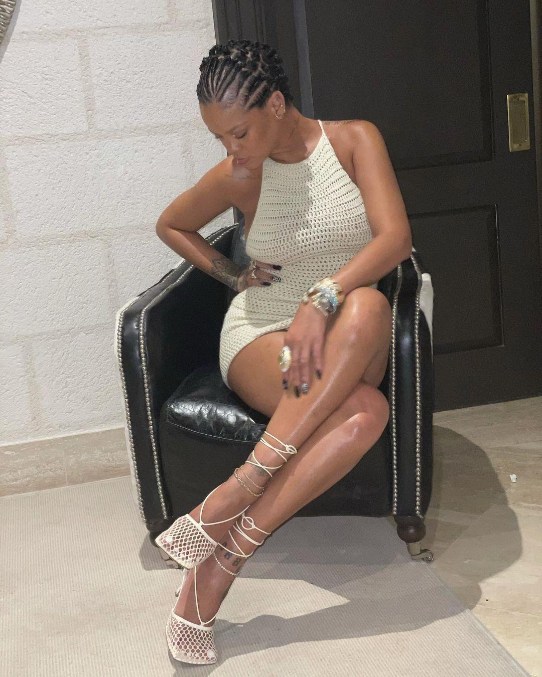 Образ дня: Рианна показала самое модное платье этого лета (ФОТО) - фото №3