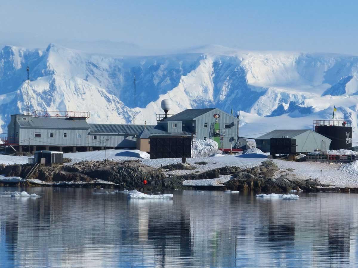 В Антарктиде впервые случилась вспышка коронавируса - фото №2