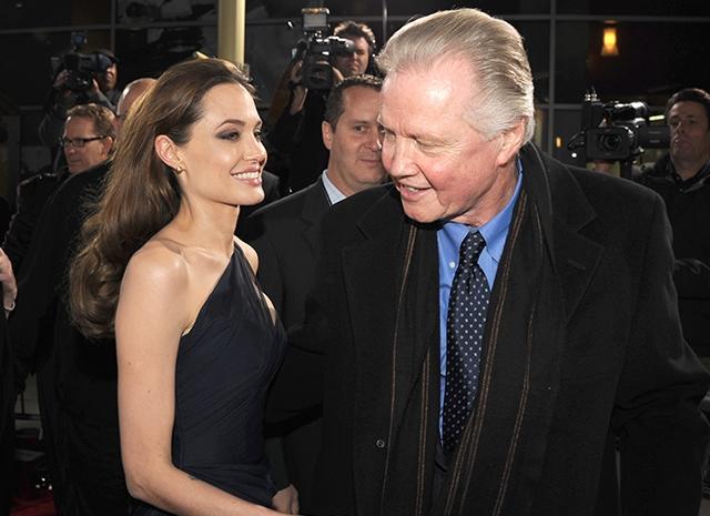 Отец Анджелины Джоли рассказал, почему она развелась с Брэдом Питтом - фото №1