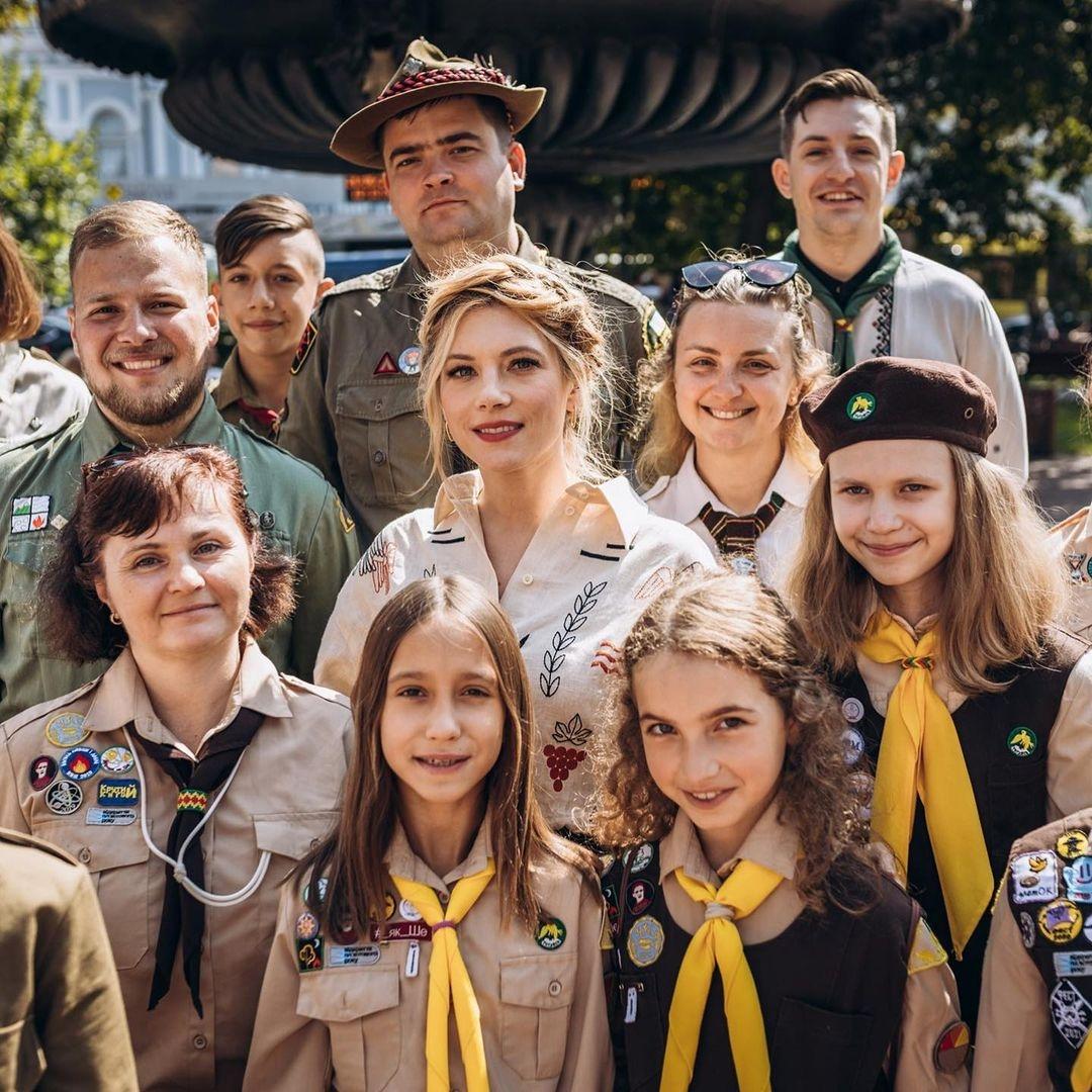 """Звезда сериала """"Викинги"""" Кэтрин Винник посетила скаутскую организацию """"Пласт"""", в которой состояла в детстве (ФОТО) - фото №1"""