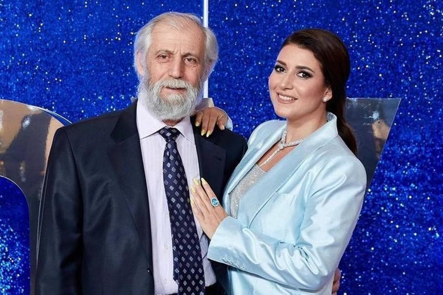 Отец и бабушка певицы Жасмин умерли от последствий коронавируса - фото №1