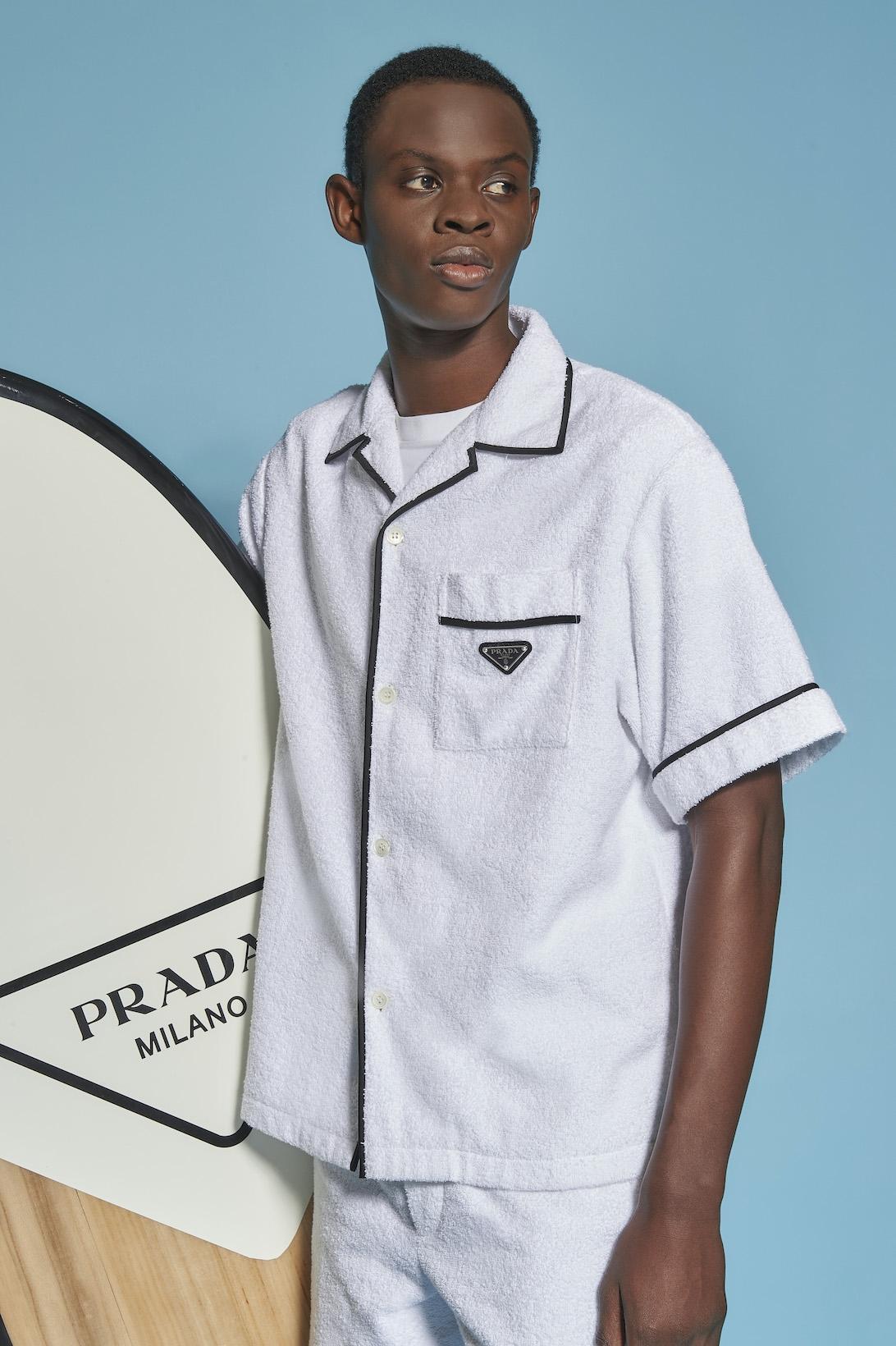 Махровые панамки и соломенные шоперы: Prada выпустили пляжную коллекцию (ФОТО) - фото №3
