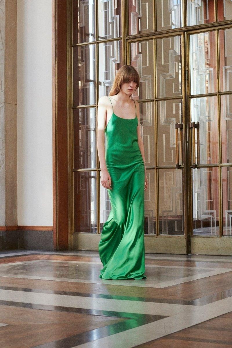 Современная элегантность в новой коллекции Victoria Beckham Resort 2022 (ФОТО) - фото №4
