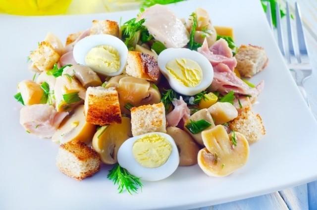 Салат из яиц и шампиньонов