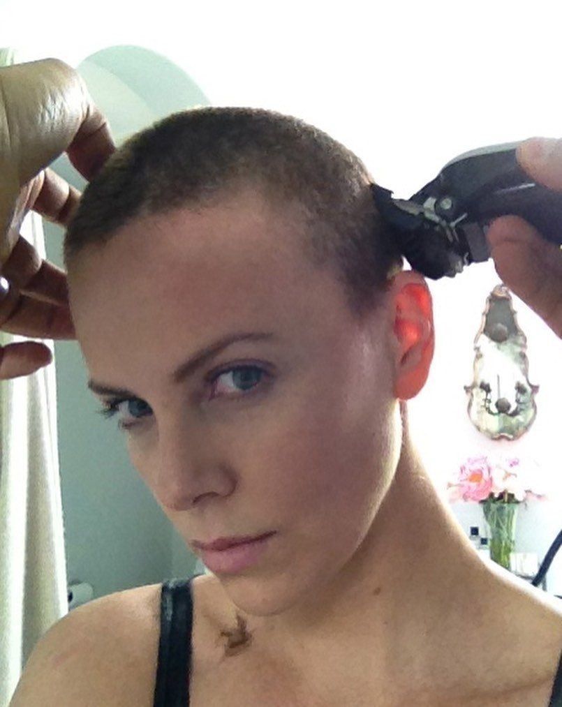 Шарлиз Терон сбривает волосы