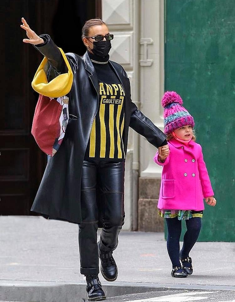 Ирина Шейк показала стильный образ в кожаном тренче от украиснкого бренда GASANOVA (ФОТО) - фото №1