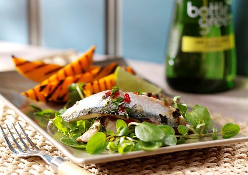 Как засолить скумбрию: рецепт с зелеными оливками и сельдереем