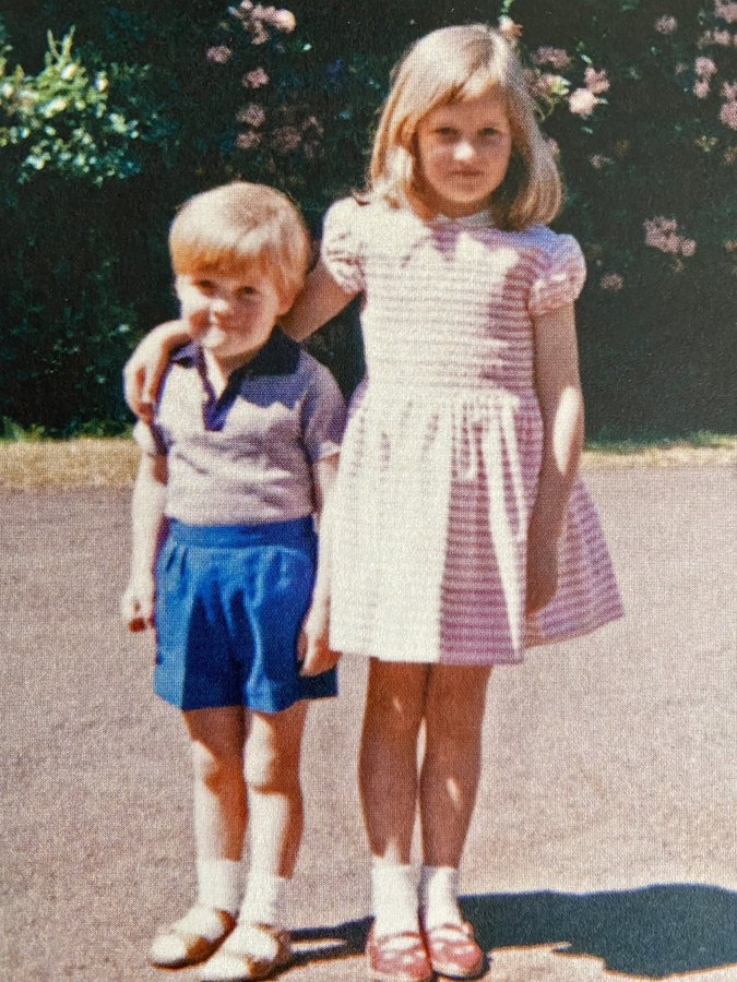 Брат принцессы Дианы показал ее детскую фотографию из семейного архива - фото №1