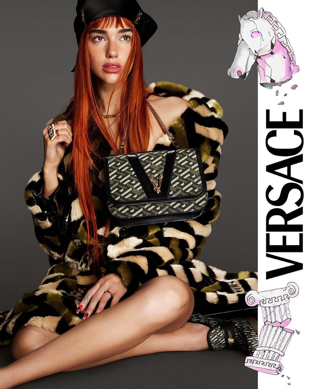 Рыжая бестия: Дуа Липа снялась в рекламной кампании Versace (ФОТО) - фото №3