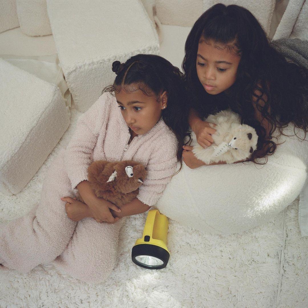 Ким Кардашьян с дочками снялась для своего бренда Skims (ФОТО) - фото №6
