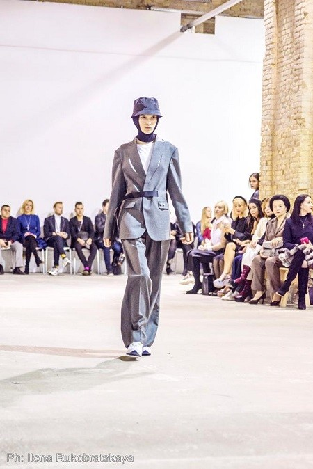 """Женщины в мужских костюмах: как прошел показ новой коллекции Сержа Смолина """"Money"""" - фото №2"""