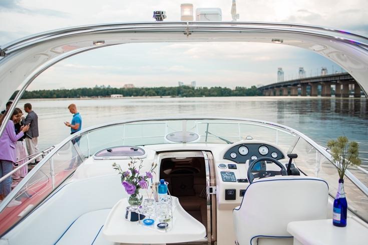 BAVARIA Sparkling Yacht: Sparkling Boats презентовала новинку своего флота — премиальную яхту - фото №3