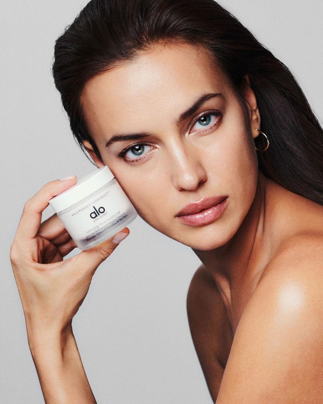 Ирина Шейк снялась топлес в новой рекламной кампании (ФОТО) - фото №2