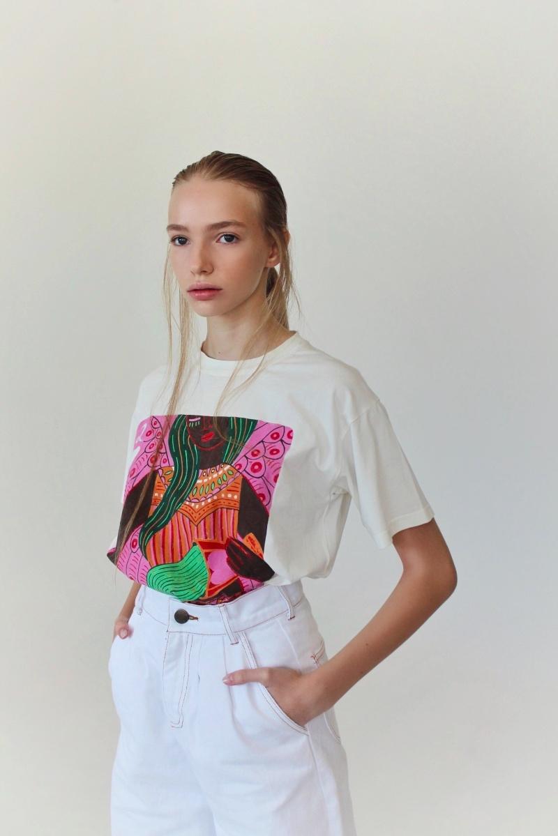 Спортивные костюмы в стиле пэчворк и футболки с предсказаниями: TATMAN представили новую линию комфортной одежды - фото №5