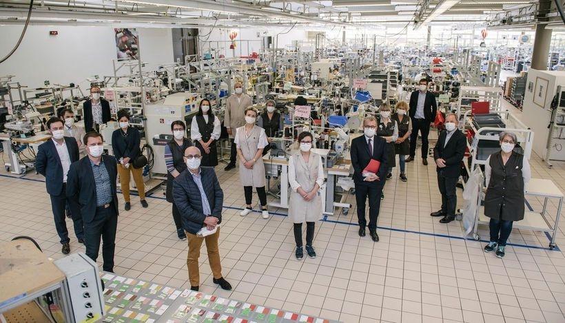 Fashion-помощь: Louis Vuitton теперь будут отшивать медицинские маски - фото №2